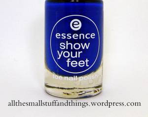 Essence Show you feet - 27 electric blue close up