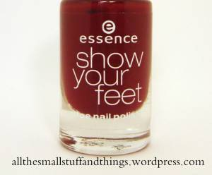 Essence Show your feet - 08 divalicious red close up